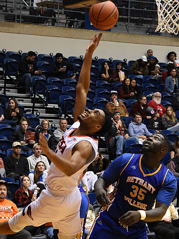 Adokiye Iyaye came off the bench to score 11 points for the Roadrunners in a 101-77 victory over Bethany on Monday, Dec. 17, 2018 at the UTSA Convocation Center.