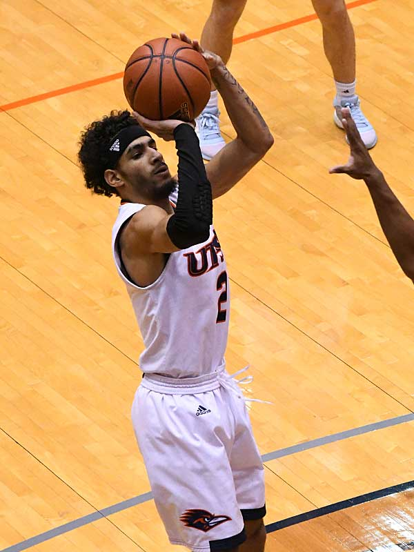 Jhivvan Jackson. UTSA beat A&M-Corpus Christi 89-67 on Tuesday night at the UTSA Convocation Center. - photo by Joe Alexander