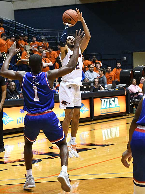 Jhivvan Jackson. UTSA beat Louisiana Tech 89-73 in Conference USA on Thursday at the UTSA Convocation Center. - photo by Joe Alexander